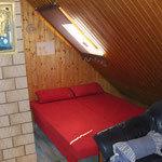 zusätzliche Ausziehcouch im Wohnzimmer
